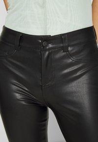 ONLY - ONLHOLLY PANT - Broek - black - 5