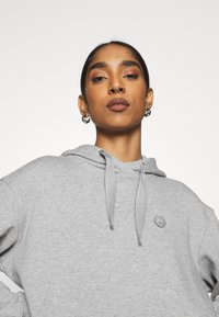KnowledgeCotton Apparel - DAPHNE BASIC BADGE HOODIE  - Sweatshirt - grey melange - 3