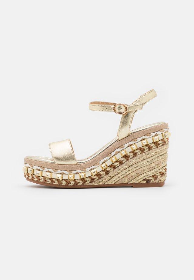 Sandalen met plateauzool - gold