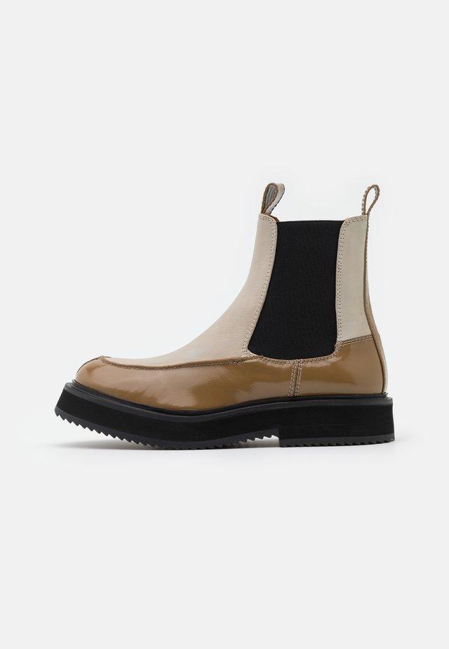 Kotníkové boty na platformě - pearl