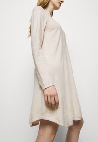 Repeat - Strikket kjole - beige melange - 3