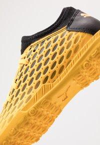 Puma - FUTURE 5.4 TT JR UNISEX - Astro turf trainers - ultra yellow/black - 2