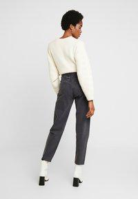 Weekday - LASH EXTRA HIGH MOM ECHO - Jeans fuselé - dark grey - 2