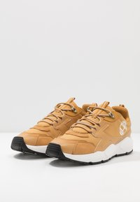 Timberland - RIPCORD LOW SNEAKER - Sneakersy niskie - wheat - 2