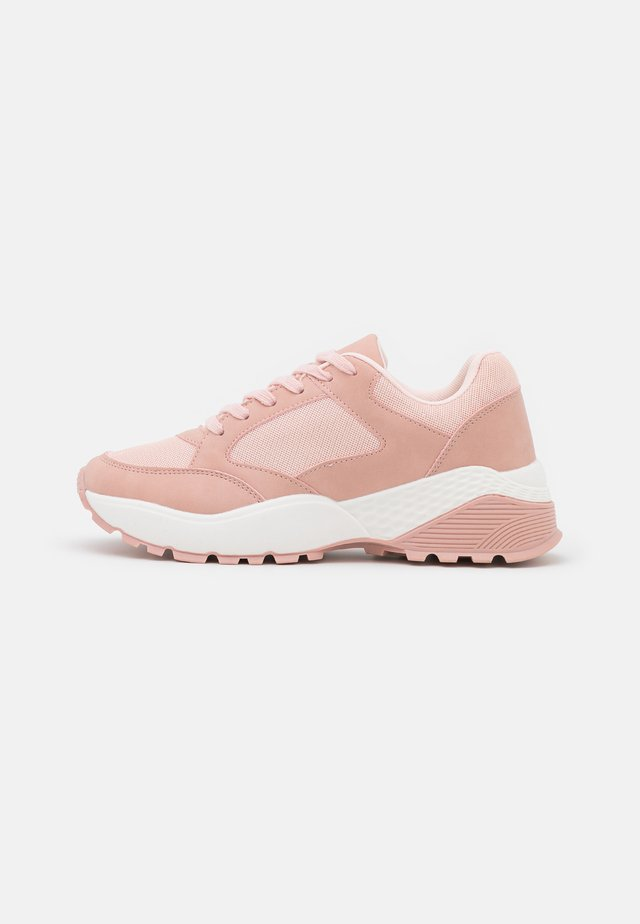 WIDE FIT CANBERRA - Sneakers laag - pink