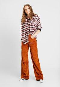 Levi's® - DORI WESTERN SHIRT - Button-down blouse - patridge herringbone_v2 sandshell - 1