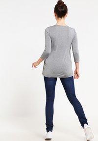 Zalando Essentials Maternity - Topper langermet - mid grey melange - 2