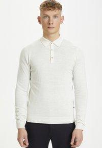 Matinique - Stickad tröja - off white melange - 0