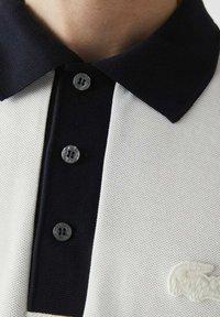 Lacoste - PH0029 - Polo shirt - blanc / bleu marine - 3