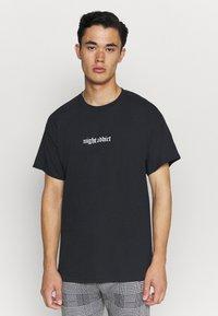 Night Addict - BURN - T-shirt med print - black - 2