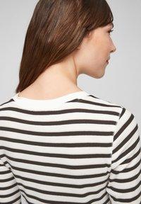 s.Oliver - Print T-shirt - offwhite stripes - 4