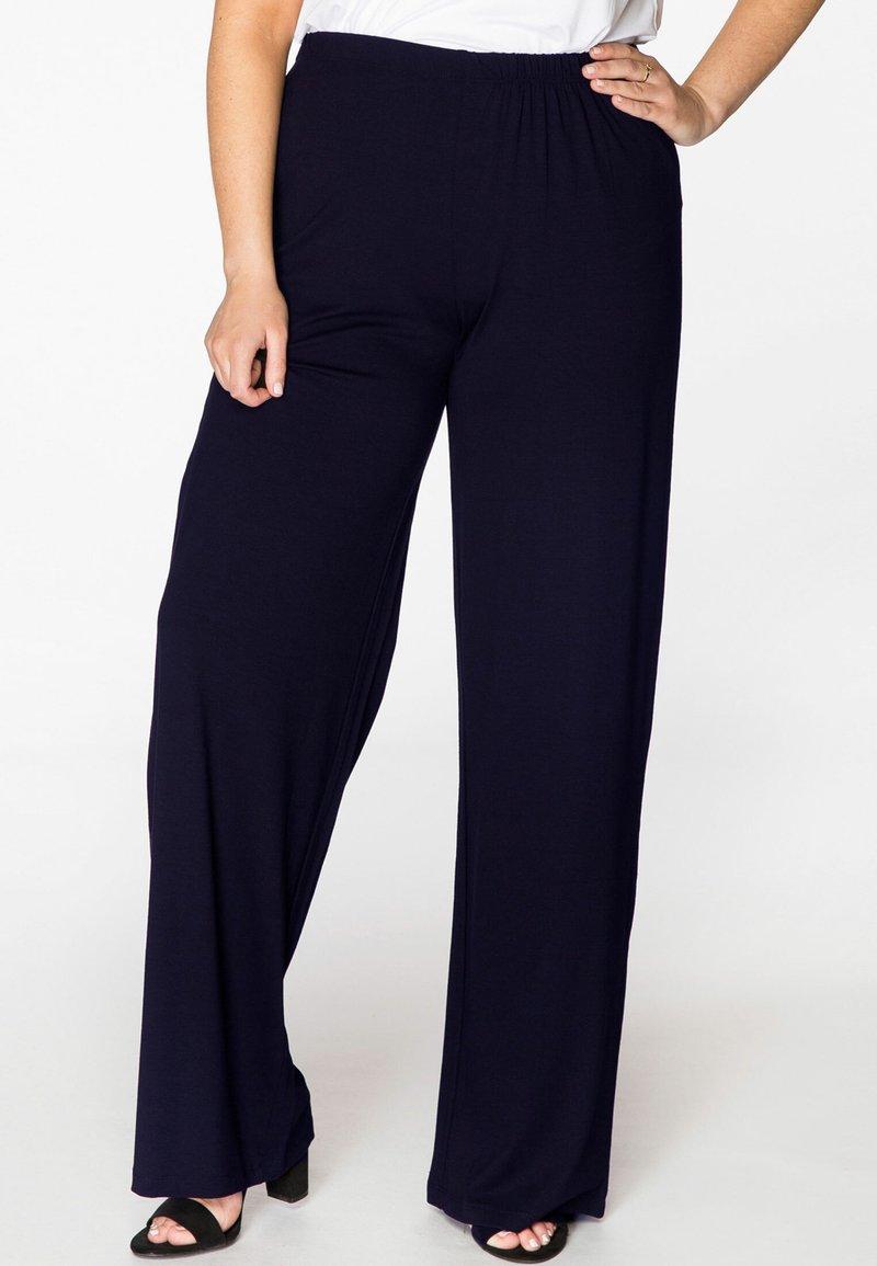 Yoek - MIT EINEM ELASTISCHEN BUND - Trousers - navy