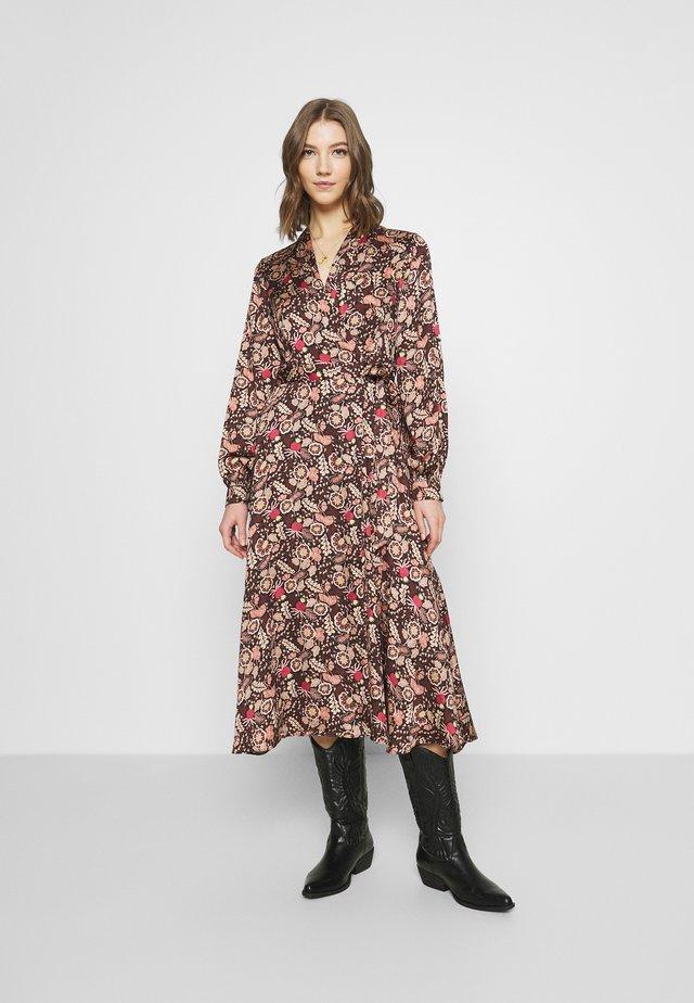 BELTED MIDI LENGTH WRAP DRESS - Vestido informal - metallic red