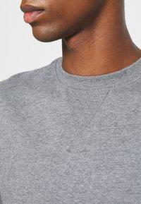 Selected Homme - SLHJASON CREW NECK - Sweatshirt - medium grey melange - 5