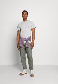 REVOLUTION - LOOSE FIT POCKET - Basic T-shirt - grey melange - 1
