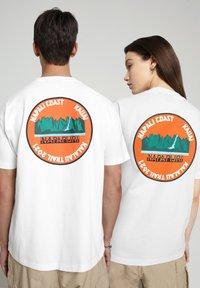 Napapijri - S-ALHOA - T-shirt med print - white graph m - 3