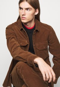 CLOSED - X-LENT TAPERED - Pantalon classique - chocolate brown - 3