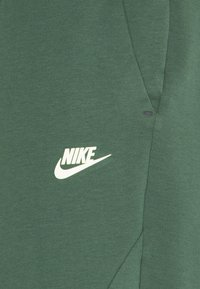 Nike Sportswear - M NSW TCH FLC JGGR - Pantaloni sportivi - galactic jade/light liquid lime - 2