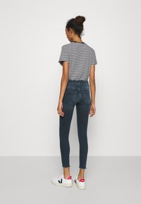 ONLY - ONLBLUSH LIFE MID RAW  - Jeans Skinny Fit - blue / black - 2
