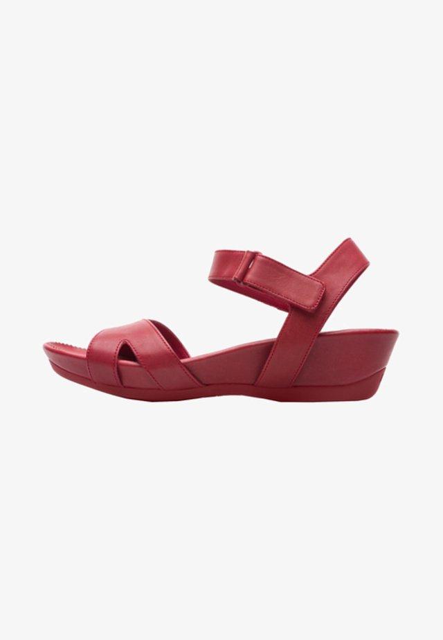 Sandaalit nilkkaremmillä - red