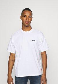 Levi's® - TAB VINTAGE TEE UNISEX - Basic T-shirt - white - 0