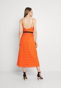 Lace & Beads - CORALIE MIDI - Koktejlové šaty/ šaty na párty - orange - 2