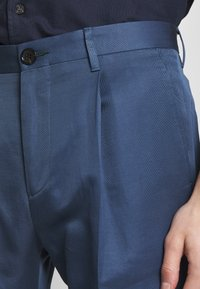 PS Paul Smith - MENS TROUSER PLEATED - Stoffhose - blue - 3