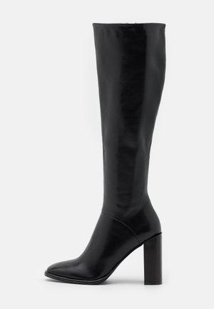 TYRA - Klassiska stövlar - black