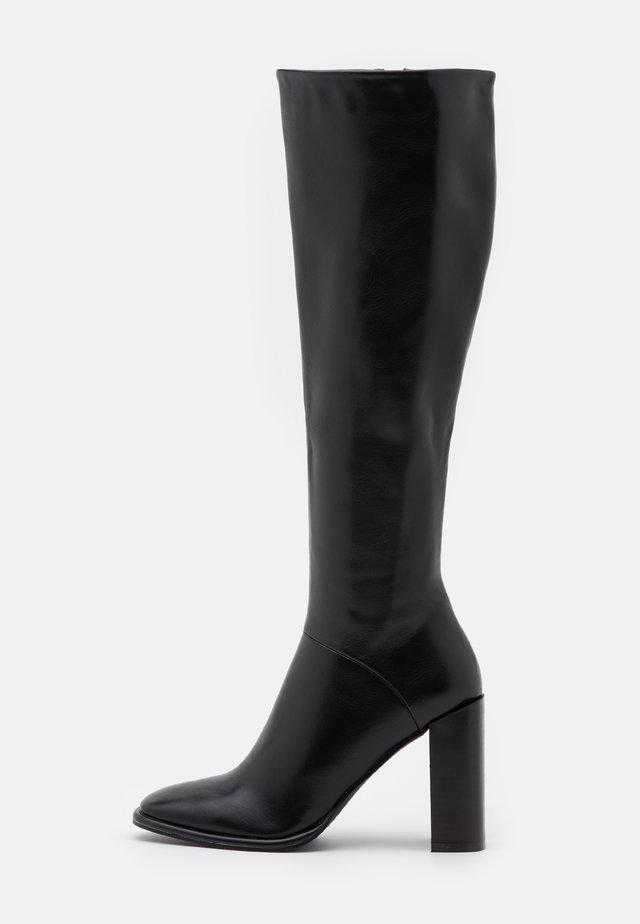 TYRA - Boots med høye hæler - black