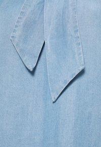 Cream - AMIRA BOW BLOUSE - Blouse - blue denim - 2