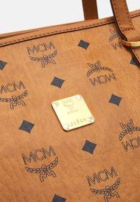 MCM - TONI E/W SHOPPER IN VISETOS - Tote bag - cognac - 5