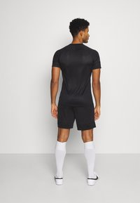 Nike Performance - SHORT - Träningsshorts - black/white - 2