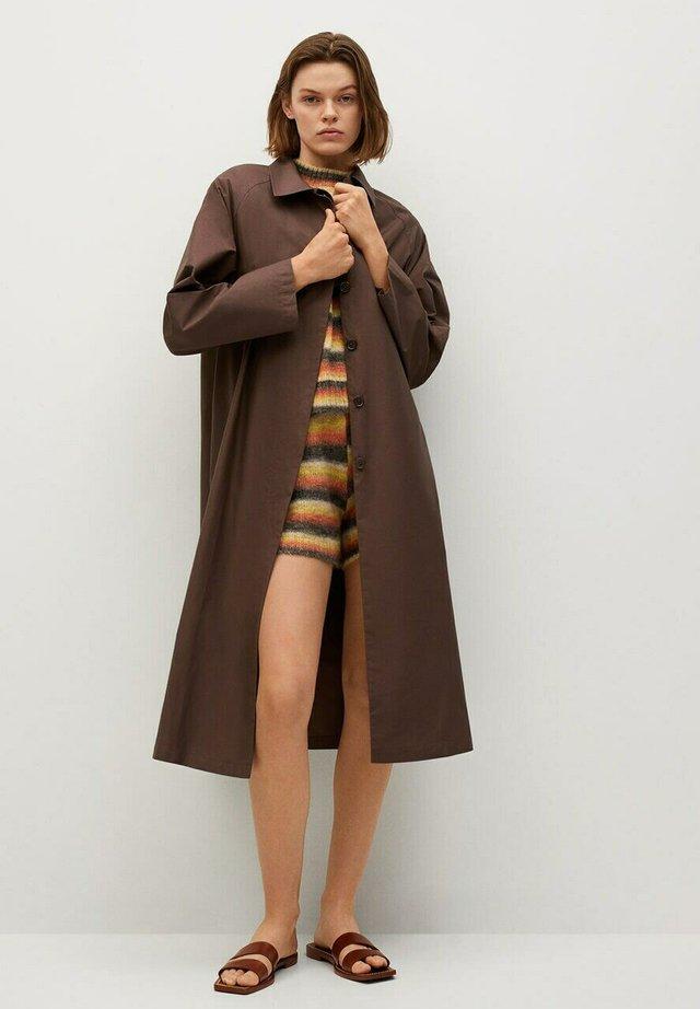 Klasický kabát - marron