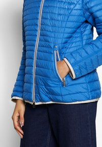 Barbara Lebek - STEPP MIT KAPUZE - Light jacket - cornflower blue - 5