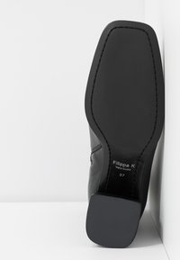 Filippa K - EILEEN BOOT - Kotníkové boty - black - 6