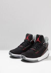 Jordan - 2X3 - Basketsko - black/gym red/particle grey - 2