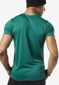 Reebok - WORKOUT READY GRAPHIC TEE - Print T-shirt - green - 1