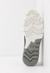 Bugatti - SANDMAN - Zapatos con cordones - grey - 4