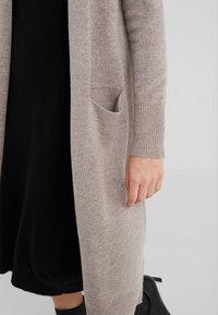 pure cashmere - LONG CARDIGAN - Strikjakke /Cardigans - beige - 4