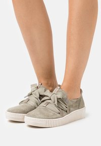 Gabor - Sneakers laag - salvia/bronce/beige - 0