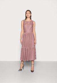 Swing - Koktejlové šaty/ šaty na párty - pale lipstick - 0