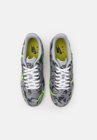 Nike Sportswear - AIR FORCE 1 '07 LX M2Z2 - Sneakers basse - smoke grey/electric green/bone white - 3