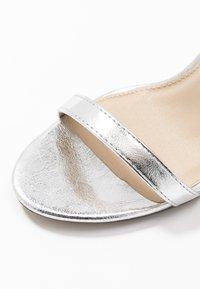 4th & Reckless - JASMINE - Korolliset sandaalit - silver - 2