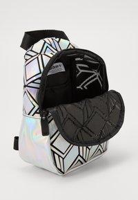 adidas Originals - MINI  - Batoh - silver - 4