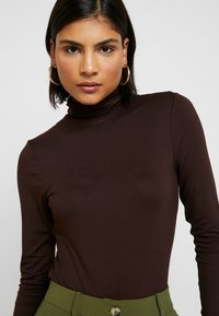 Dorothy Perkins - LONG SLEEVE BUTTON CUFF - Topper langermet - chocolate