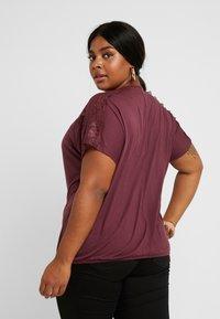 ONLY Carmakoma - CARLENE - T-shirts med print - tawny port - 2