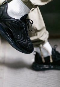 Nike Sportswear - AIR MAX 720 - Trainers - black/anthracite - 6