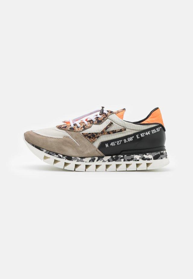 SNAP - Sneakers laag - africa