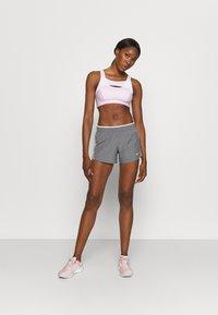 Nike Performance - 10K SHORT - Short de sport - gunsmoke/atmosphere grey/vast grey/wolf grey - 1