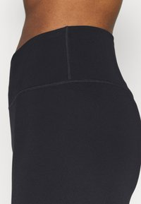 Nike Performance - ONE - Legginsy - black - 6